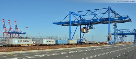Eurogate Container Terminal Wilhelmshaven (CTW): Erster Containerzug an der KV-Anlage (Bahnumschlaganlage)