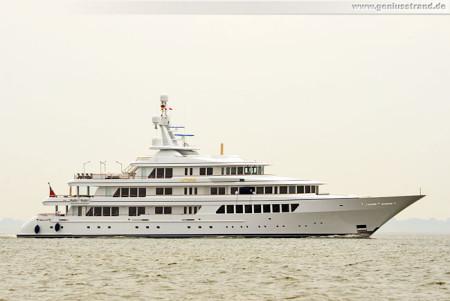 Wilhelmshaven: Luxusyacht Utopia besucht das Wochenende an der Jade 2013