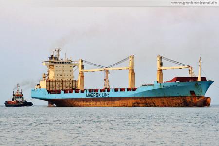 Containerschiff Maersk Vallettakommt von der Neuen Reede Nord