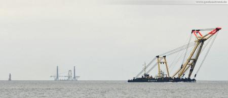 Wilhelmshaven: Schwimmkran Enak auf dem Weg zur Projekt Pier am JadeWeserPort