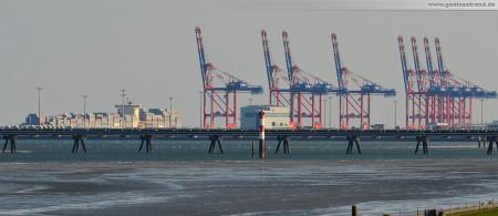 Containerterminal Wilhelmshaven/JadeWeserPort: Die Clifford Maersk (347 m) nach dem ablegen