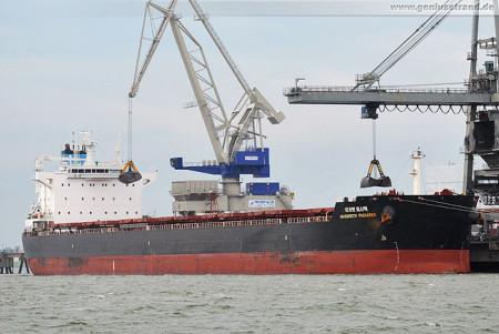 Wilhelmshaven: Bulk Carrier Margreth Pissarek an der Niedersachsenbrücke