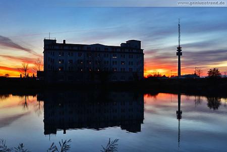 Wilhelmshaven: Spiegelung im Wendebecken der ehem. II. Einfahrt