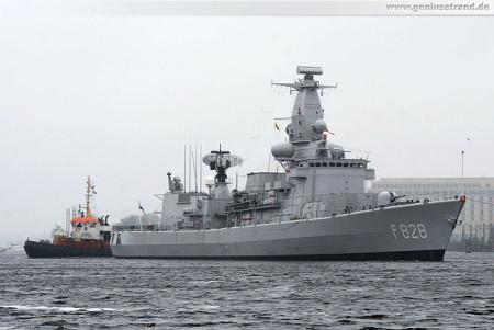 Wilhelmshaven Schiffsbilder: Fregatte Van Speijk (F828) beim Schleife fahren
