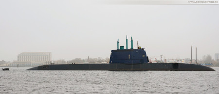 Wilhelmshaven: Der israelische U-Boot-Neubau Tanin fährt Schleife im Großen Hafen
