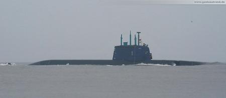 Wilhelmshaven: Israelisches U-Boot Tanin (Dolphin AIP-Klasse) bei Nebel auf der Jade