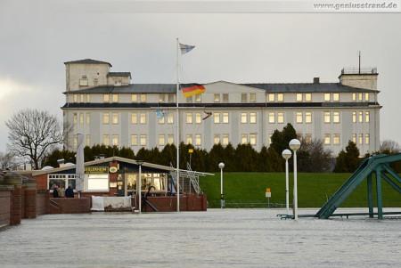Wilhelmshaven (Sturmflut Xaver): Nachmittagshochwasser im Nassauhafen