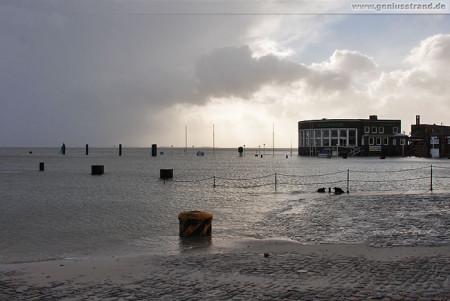 Sturmtief Tilo bringt Sturmflut nach Wilhelmshaven (Alter Vorhafen)