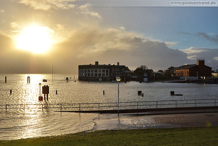Wilhelmshaven (Sturmflut Xaver): Nachmittagshochwasser im Alten Vorhafen