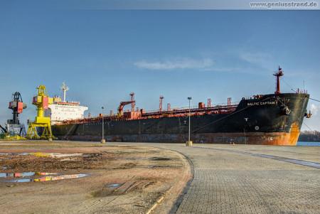 Wilhelmshaven Hannoverkai: Tanker Baltic Captain I mit neuem Anker