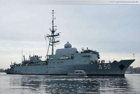 Wilhelmshaven: Aufklärungsschiff Alster (A 50) beim Schleife fahren