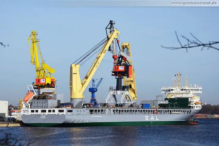 Wilhelmshaven Nordhafen: Spezialtransportschiff Lone im Hannoverkai