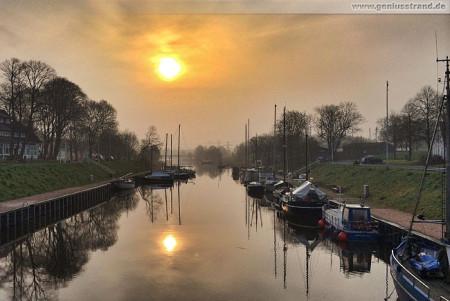 Wilhelmshaven: Sonnenaufgang im Rüstersieler Hafen