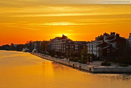 Wilhelmshaven: Schöner Sonnenuntergang am Großen Hafen (Bontekai)