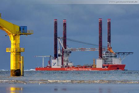 Offshore-Installationsschiff Brave Tern fährt den JadeWeserPort an