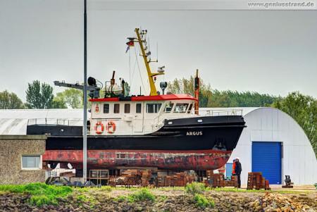 Mehrzweck-Arbeitsschiff Argus auf der Slipanlage der Neuen Jadewerft