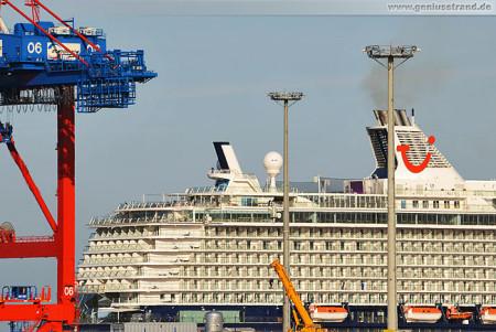 Wilhelmshaven: Kreuzfahrtschiff Mein Schiff 3 am JadeWeserPort