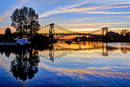 Wilhelmshaven: Die Kaiser-Wilhelm-Brücke kurz nach Sonnenuntergang