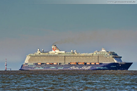 Wilhelmshaven JadeWeserPort: Kreuzfahrtschiff Mein Schiff 3 (TUI Cruises)