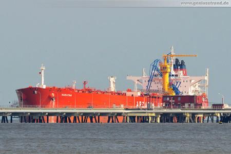 Wilhelmshaven: Der Tanker MARATHA löscht Öl an der NWO