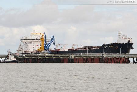 Wilhelmshaven Schiffbilder: Tanker SCOTT SPIRIT an der NWO-Löschbrücke
