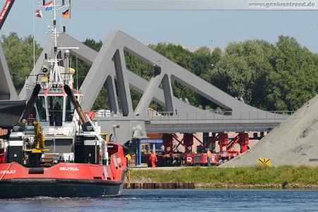 Wilhelmshaven: Die Brückenelemente der Retheklappbrücke werden verladen