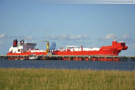 Wilhelmshaven: Tanker TORILL KNUTSEN löscht 80.000 t Öl an der NWO