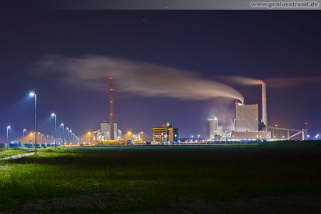 Wilhelmshaven: Nachtaufnahme vom GDF Suez Steinkohlekraftwerk