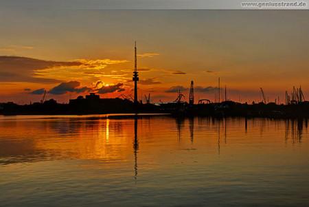 Wilhelmshaven: Sonnenuntergang am Flut- und Pontonhafen Nassauhafen