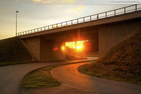 Wilhelmshaven: Sonnenuntergang hinter dem Oberfeuer Voslapp