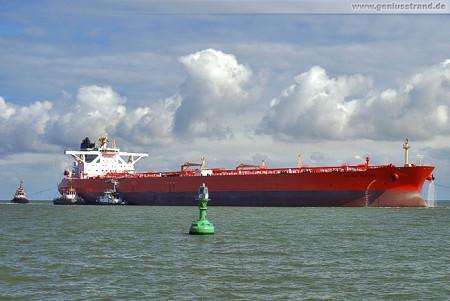 Supertanker BRITISH VANTAGE (L 333 m) löscht in Wilhelmshaven 178.000 t Öl