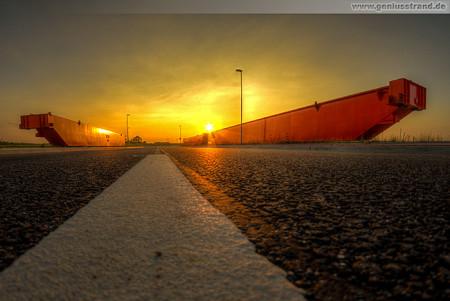 Wilhelmshaven: Sonnenuntergang am JadeWeserPort (Barentssee)