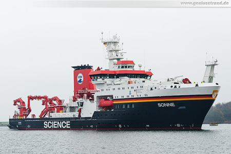 WILHELMSHAVEN: Tiefseeforschungsschiff SONNE in seinem Heimathafen