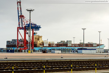 Container Terminal JadeWeserPort (CTW): Containerschiff MAERSK LEBU