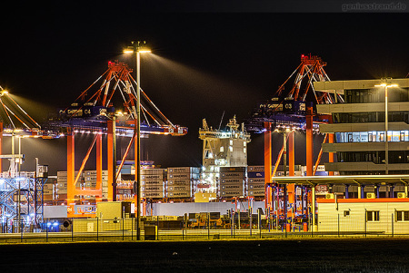 TRIPLE-E-KLASSE: Nachtaufnahme vom Container-Terminal Wilhelmshaven