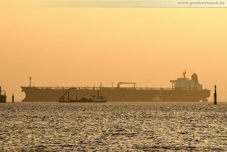 WILHELMSHAVEN: Tanker RIDGEBURY ASTARI löschte 99.600 t Erdöl