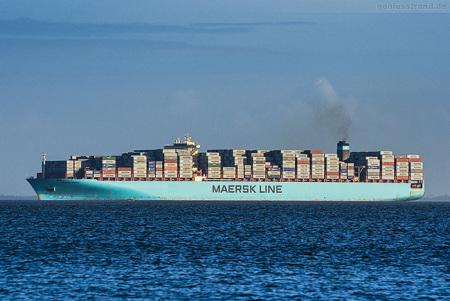 CONTAINER TERMINAL WILHELMSHAVEN: Containerschiff MAERSK EMDEN