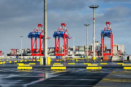 Am Container Terminal Wilhelmshaven/JadeWeserPort die MSC ADELAIDE