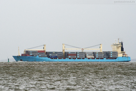 JadeWeserPort: Containerschiff BOMAR VALOUR (L 179 m) outbound