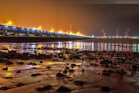 Wilhelmshaven: Nachtaufnahme vom JadeWeserPort (Süddamm)