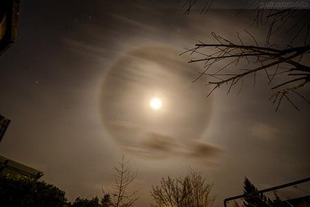 Haloerscheinung in Wilhelmshaven:Lichtring/Kreis um den Mond