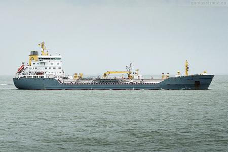 Wilhelmshaven Schiffsbilder: Tanker EK SKY auf dem Weg zur NWO