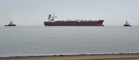 Schleppverband mit Tanker SILVER CARLA (L 183 m) in Wilhelmshaven angekommen