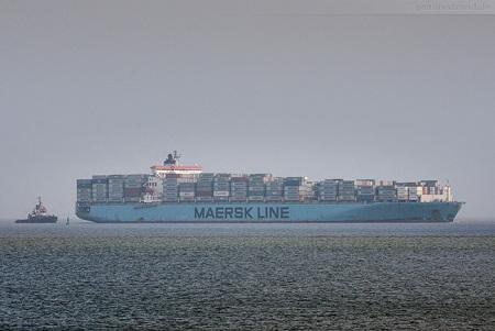 Jade Weser Port Schiffsankunft: Containerschiff MAERSK KITHIRA