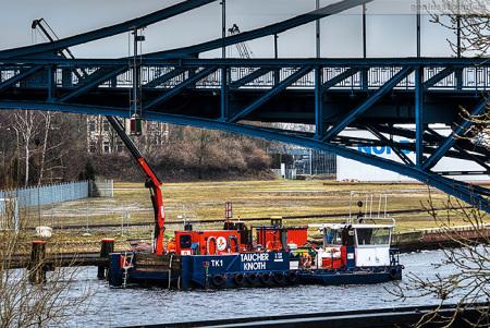 K.-W.-Brücke Wilhelmshaven: Taucherschiff TK 1 (Taucher Knoth)