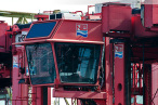 Wilhelmshaven: ABIS BREMEN löscht NTB Van Carrier im Handelshafen