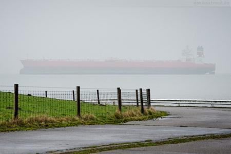 Wilhelmshaven NWO: Tanker BRITITSH VENTURE (L 333 m) läuft aus