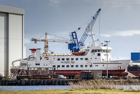 Wilhelmshaven Neue Jadewerft: Fährschiff HARLINGERLAND auf der Slipanlage