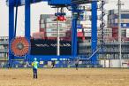 Größtes Containerschiff der Welt MSC OSCAR am JadeWeserPort (JWP)