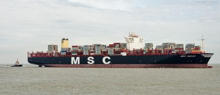 Wilhelmshaven: Größtes Containerschiff der Welt MSC OSCAR am JadeWeserPort (JWP)